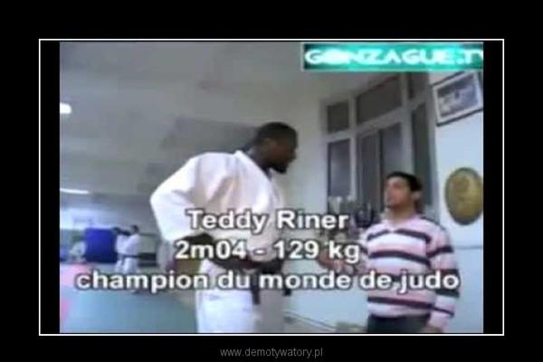 Człowiek walczy mistrz świata Judo. Fail! –