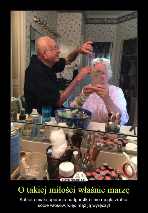 O takiej miłości właśnie marzę – Kobieta miała operację nadgarstka i nie mogła zrobić sobie włosów, więc mąż ją wyręczył