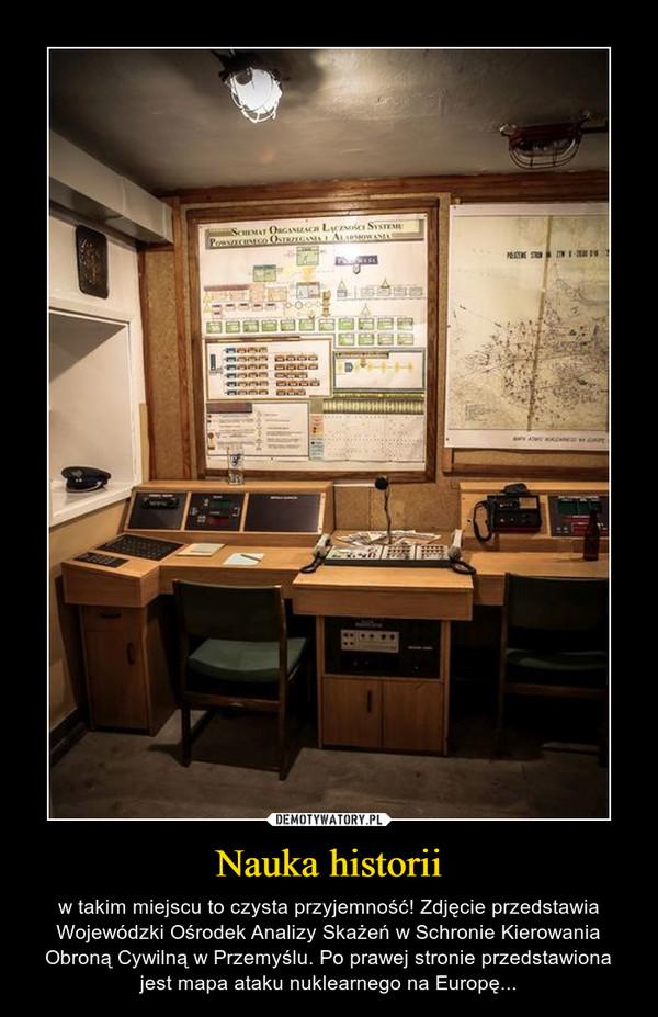 Nauka historii – w takim miejscu to czysta przyjemność! Zdjęcie przedstawia Wojewódzki Ośrodek Analizy Skażeń w Schronie Kierowania Obroną Cywilną w Przemyślu. Po prawej stronie przedstawiona jest mapa ataku nuklearnego na Europę...