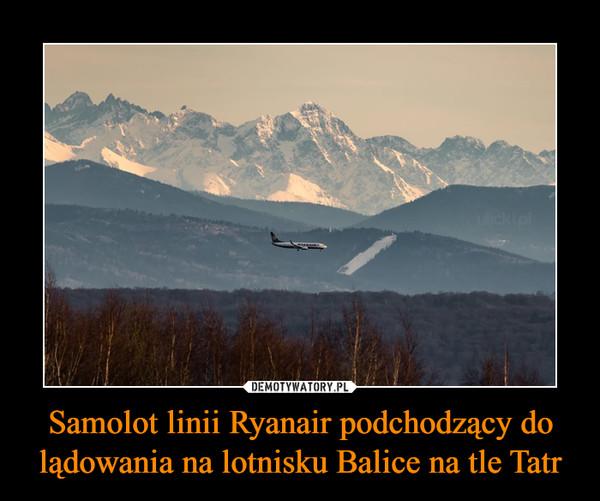 Samolot linii Ryanair podchodzący do lądowania na lotnisku Balice na tle Tatr –