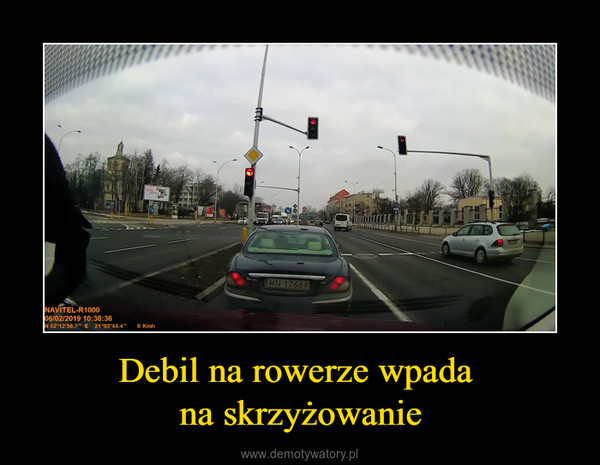 Debil na rowerze wpada na skrzyżowanie –