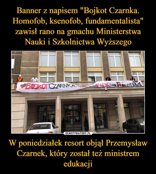 """Banner z napisem """"Bojkot Czarnka. Homofob, ksenofob, fundamentalista"""" zawisł rano na gmachu Ministerstwa Nauki i Szkolnictwa Wyższego W poniedziałek resort objął Przemysław Czarnek, który został też ministrem edukacji"""