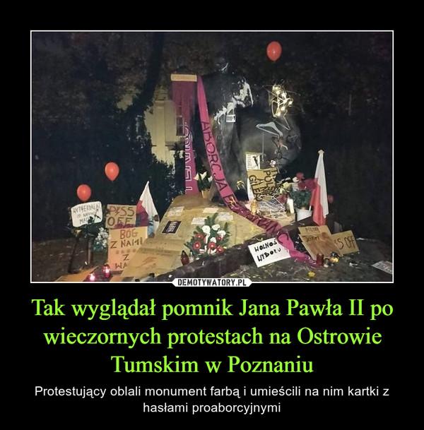 Tak wyglądał pomnik Jana Pawła II po wieczornych protestach na Ostrowie Tumskim w Poznaniu