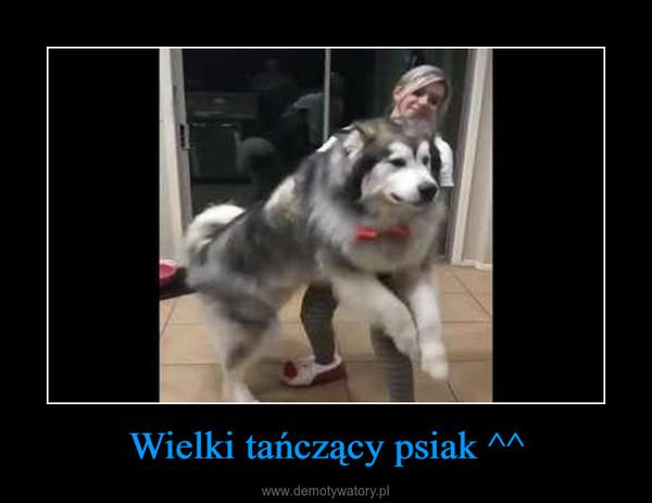 Wielki tańczący psiak ^^ –