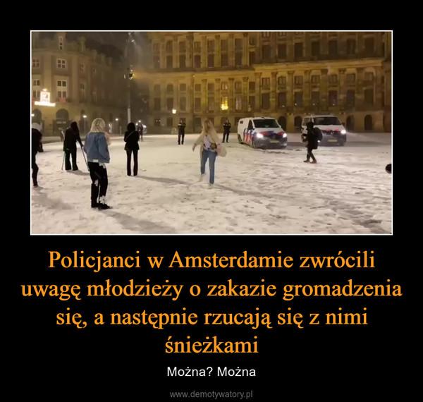 Policjanci w Amsterdamie zwrócili uwagę młodzieży o zakazie gromadzenia się, a następnie rzucają się z nimi śnieżkami – Można? Można