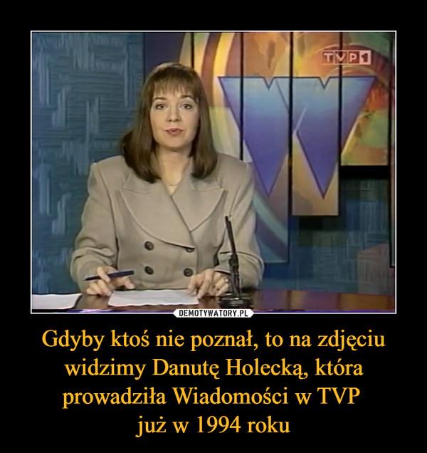 Gdyby ktoś nie poznał, to na zdjęciu widzimy Danutę Holecką, która prowadziła Wiadomości w TVP już w 1994 roku –