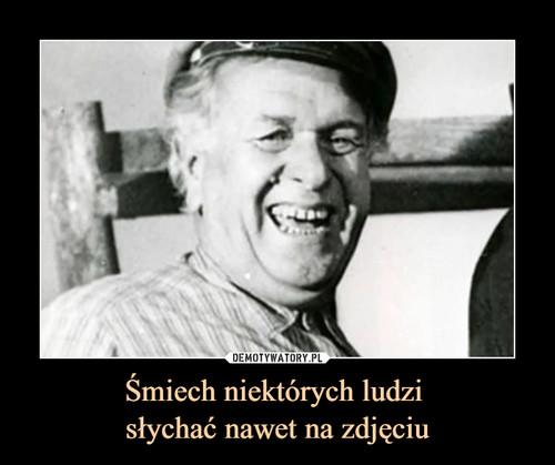Śmiech niektórych ludzi  słychać nawet na zdjęciu