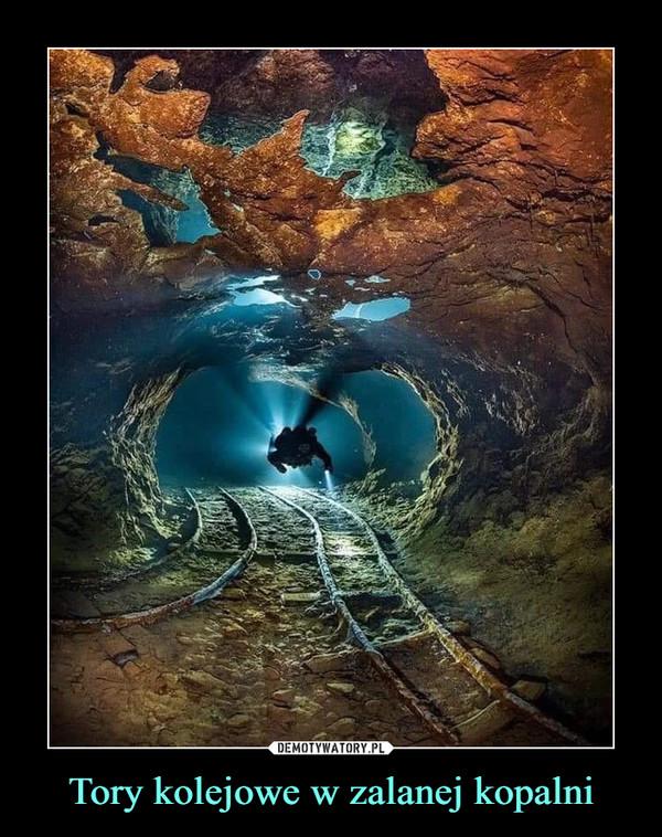 Tory kolejowe w zalanej kopalni –