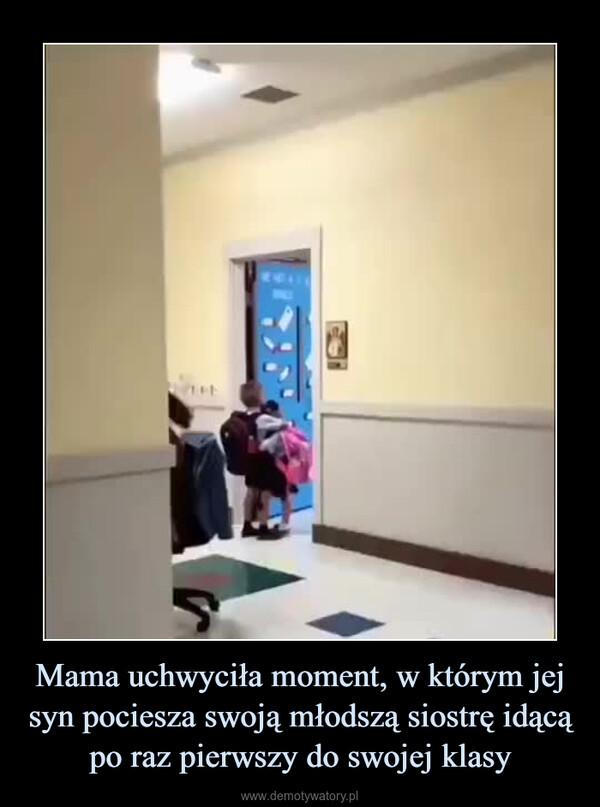 Mama uchwyciła moment, w którym jej syn pociesza swoją młodszą siostrę idącą po raz pierwszy do swojej klasy –