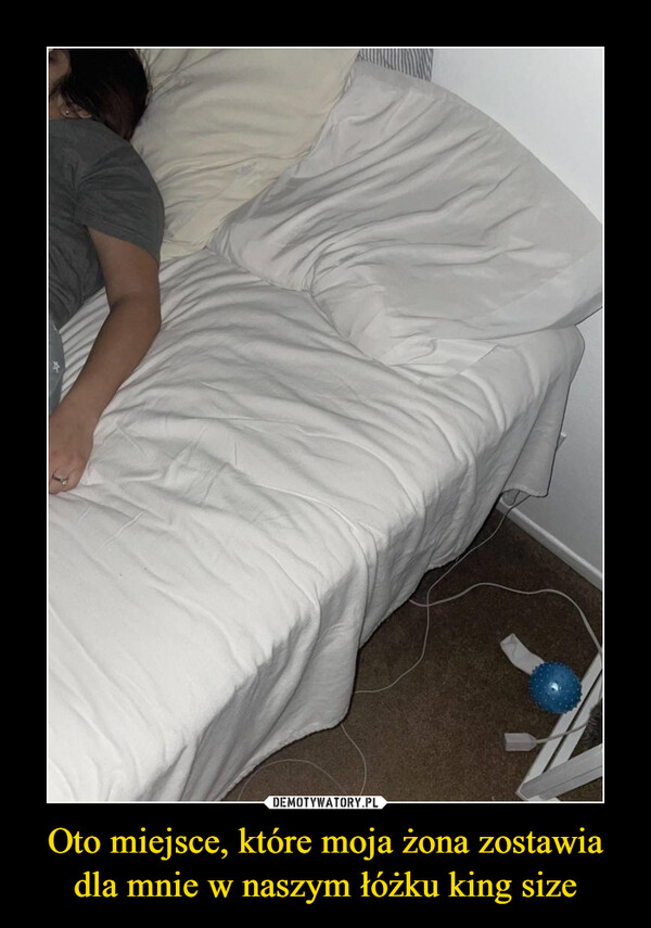 Oto miejsce, które moja żona zostawia dla mnie w naszym łóżku king size –