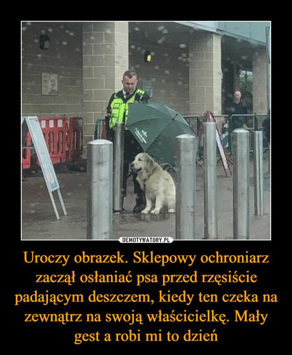 Uroczy obrazek. Sklepowy ochroniarz zaczął osłaniać psa przed rzęsiście padającym deszczem, kiedy ten czeka na zewnątrz na swoją właścicielkę. Mały gest a robi mi to dzień